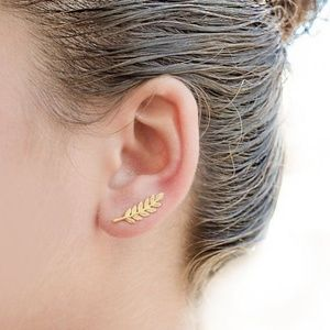 Boutique//Cute little leaves stud earrings
